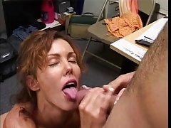 Vruće prsate mame porno